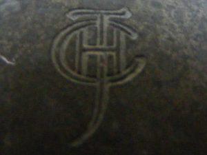 Gestempeld monogram in Tin