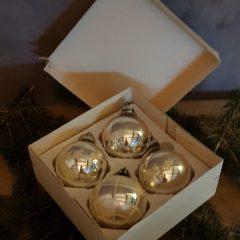 oude kerstballen in doosje