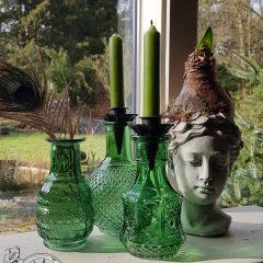 Set groene glazen flesjes