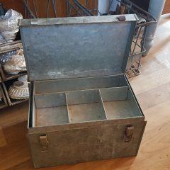 Oude vis koffer gegalvaniseerd