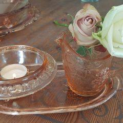 oude roze glaswerk melk en suiker